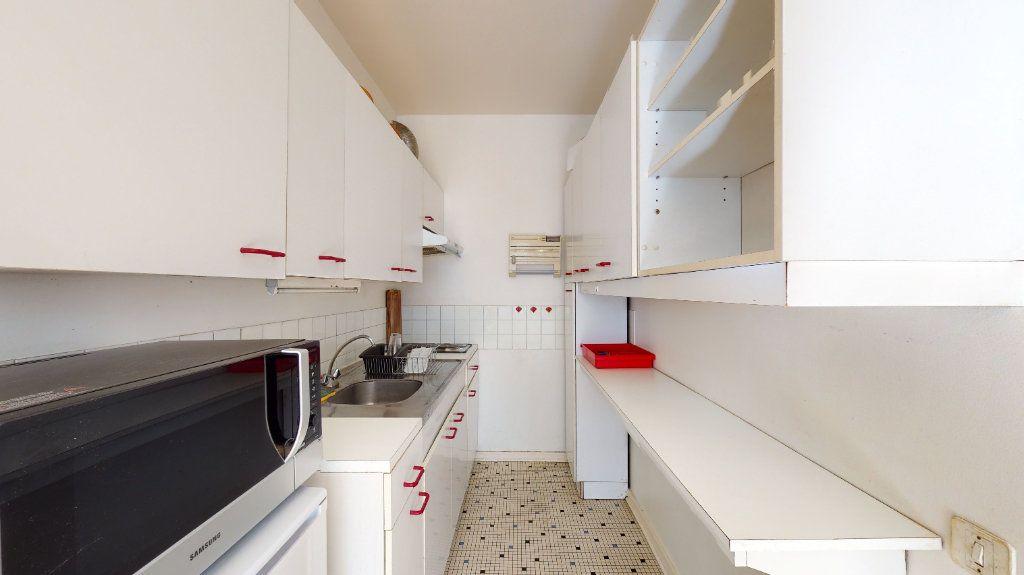 Appartement à louer 1 32.87m2 à Lyon 6 vignette-3