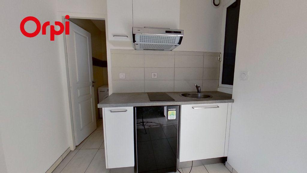 Appartement à louer 2 41m2 à Lyon 1 vignette-2