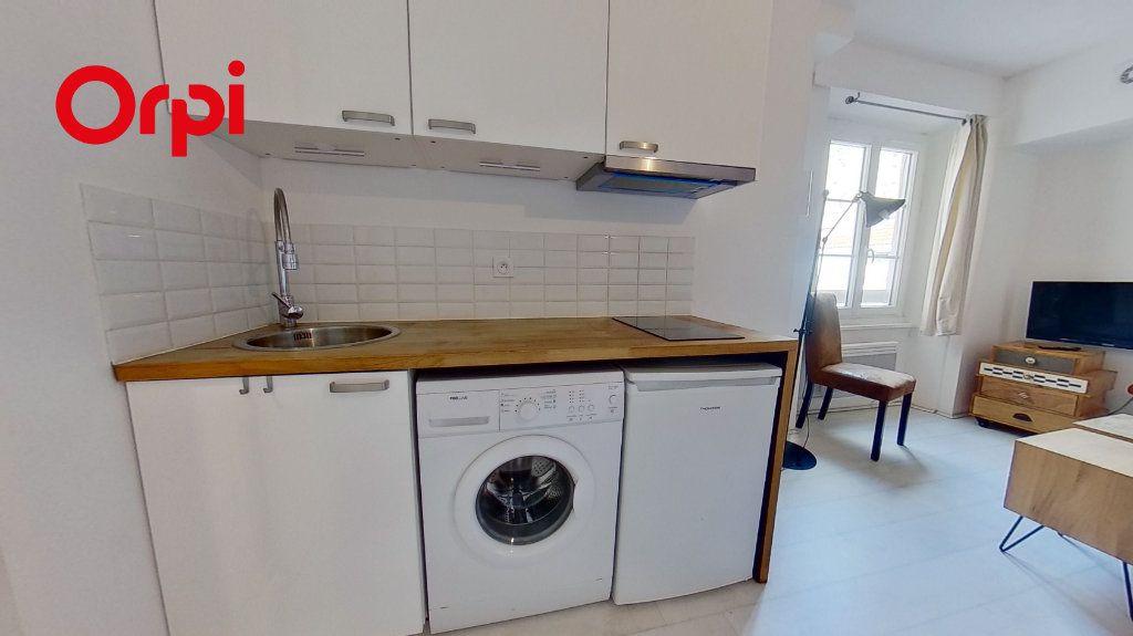 Appartement à louer 1 17m2 à Lyon 1 vignette-4