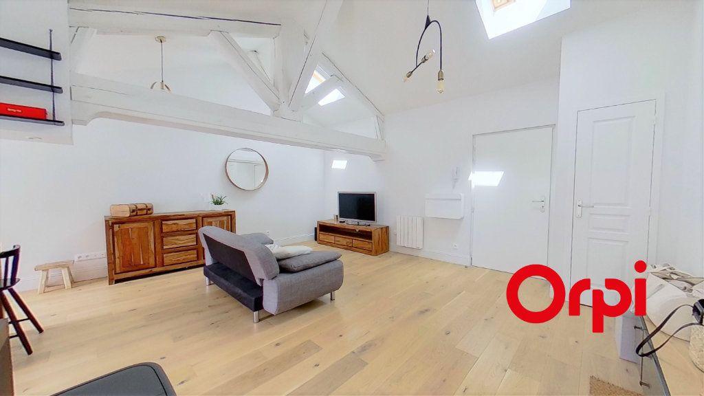 Appartement à louer 3 67m2 à Champagne-au-Mont-d'Or vignette-2