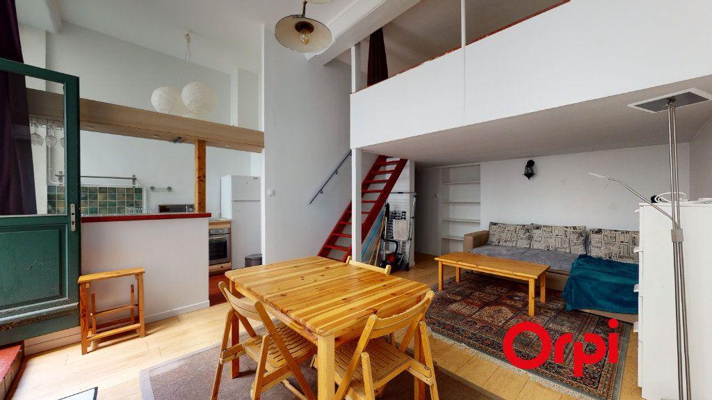 Appartement à louer 2 32m2 à Lyon 1 vignette-1