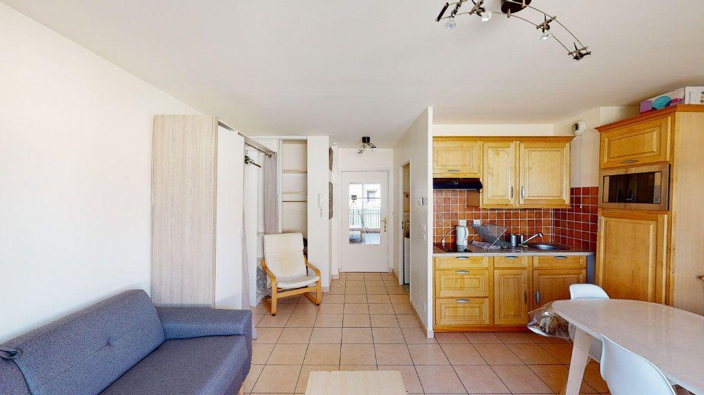 Appartement à louer 1 26m2 à Vaulx-en-Velin vignette-1