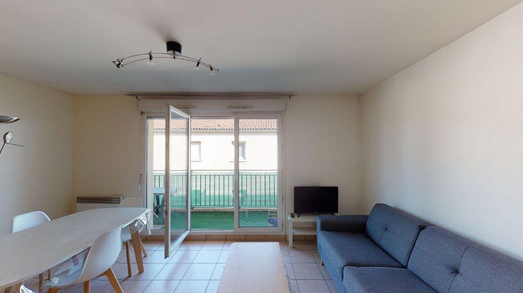 Appartement à louer 1 26m2 à Vaulx-en-Velin vignette-2