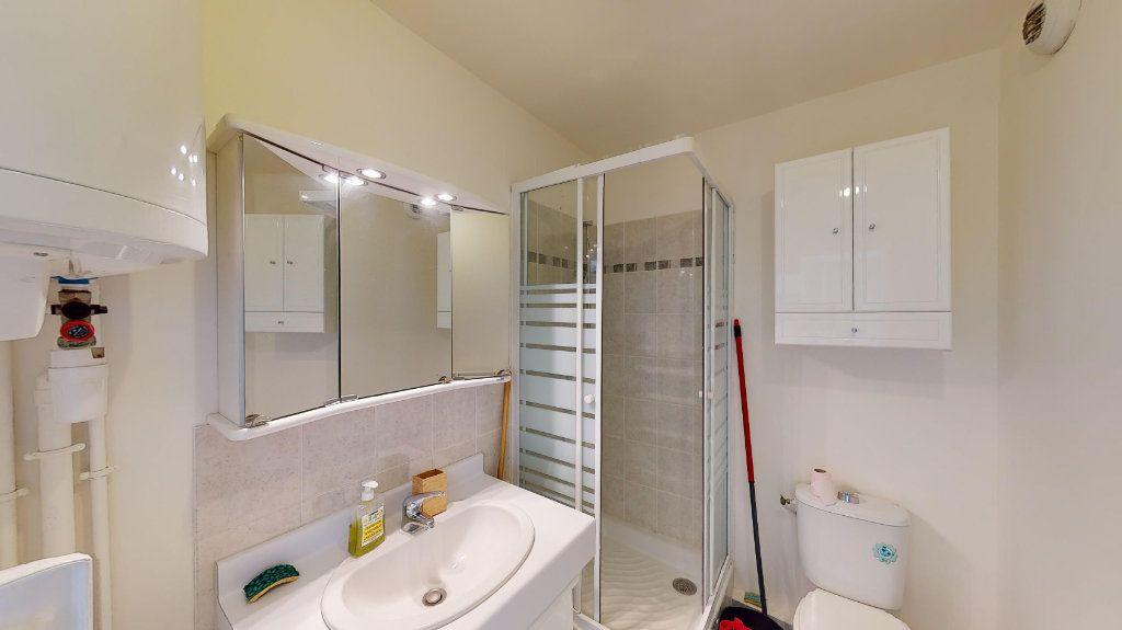 Appartement à louer 1 26m2 à Vaulx-en-Velin vignette-5