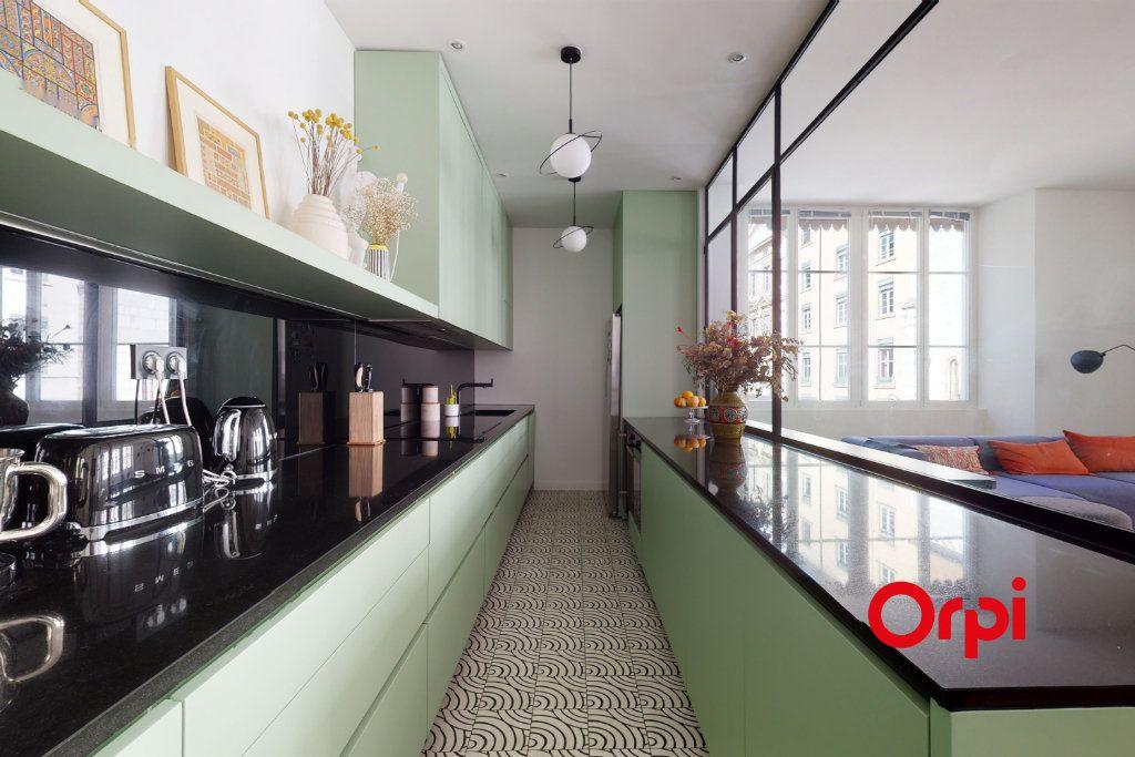 Appartement à vendre 5 140.15m2 à Lyon 1 vignette-4