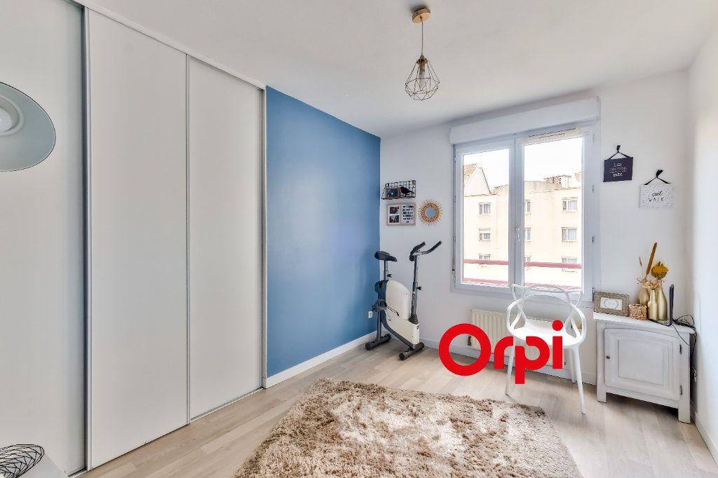Appartement à vendre 4 82m2 à Lyon 9 vignette-9