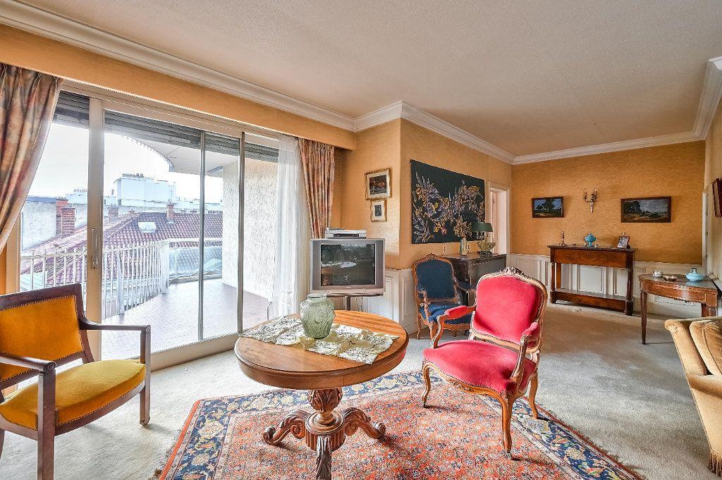 Appartement à vendre 5 157.25m2 à Lyon 3 vignette-2