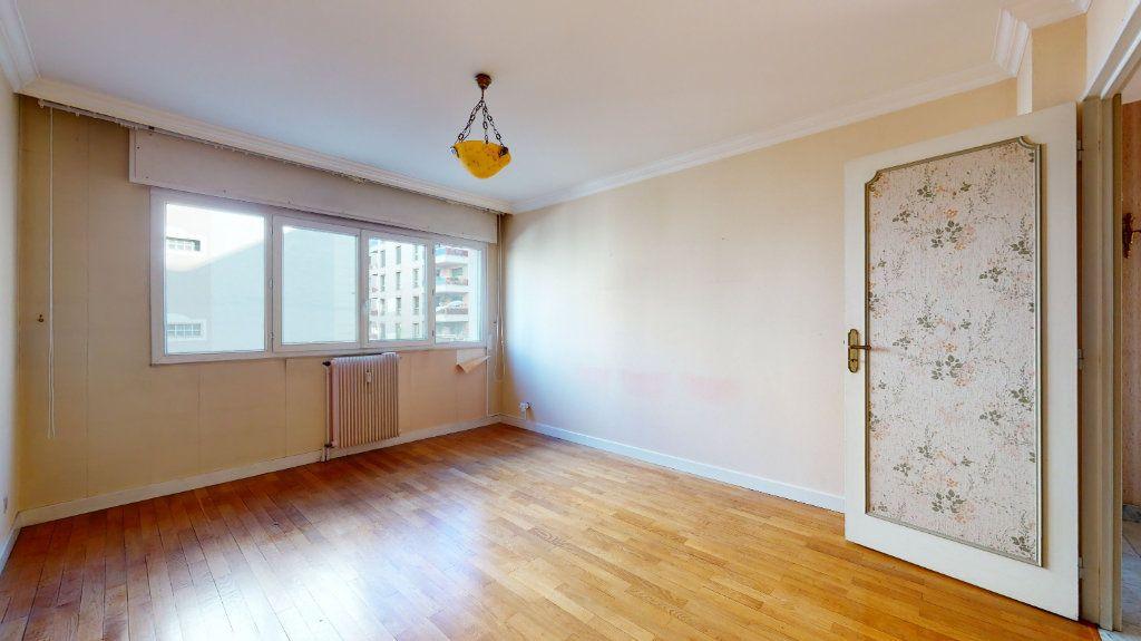 Appartement à vendre 4 118.51m2 à Lyon 6 vignette-4