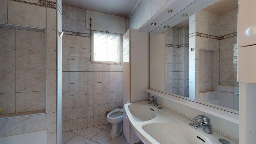 Appartement à vendre 4 118.51m2 à Lyon 6 vignette-7