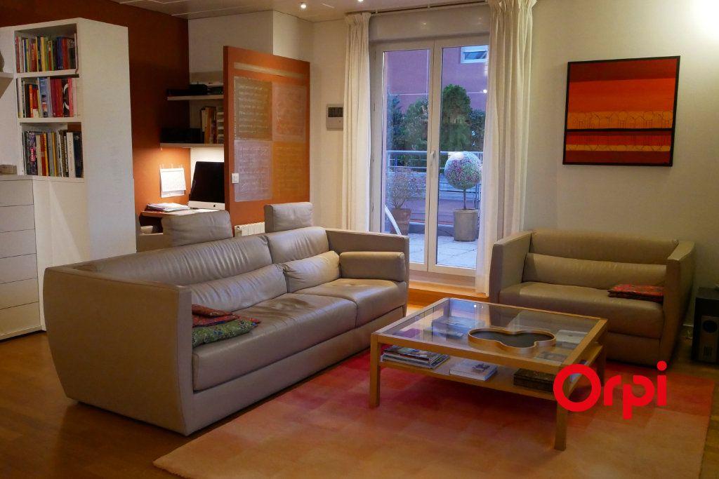 Appartement à vendre 4 112.65m2 à Lyon 6 vignette-3