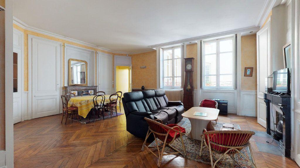 Appartement à louer 4 128.15m2 à Lyon 1 vignette-1