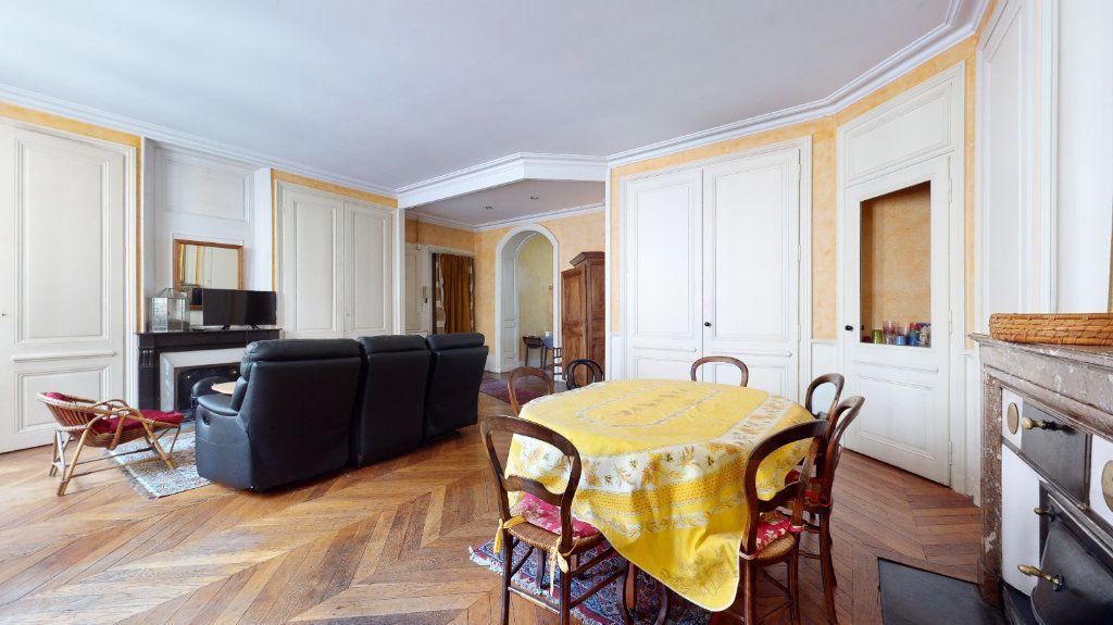 Appartement à louer 4 128.15m2 à Lyon 1 vignette-2