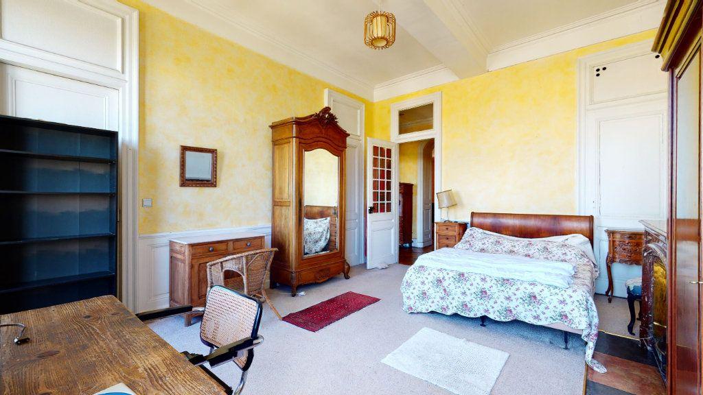 Appartement à louer 4 128.15m2 à Lyon 1 vignette-3