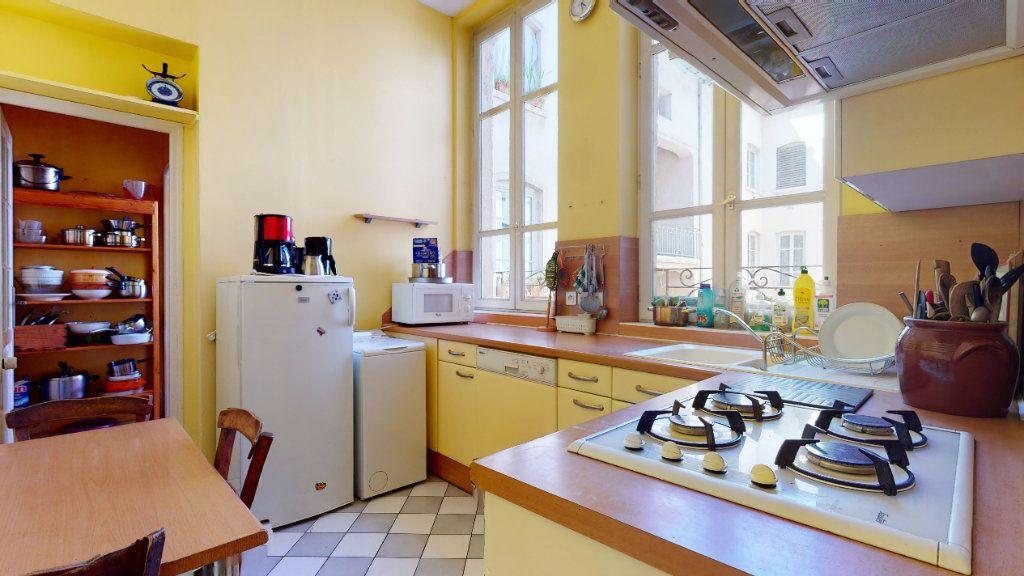 Appartement à louer 4 128.15m2 à Lyon 1 vignette-6