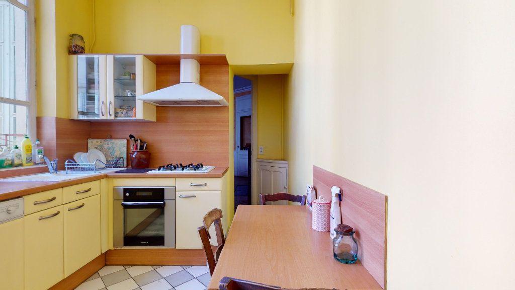 Appartement à louer 4 128.15m2 à Lyon 1 vignette-7