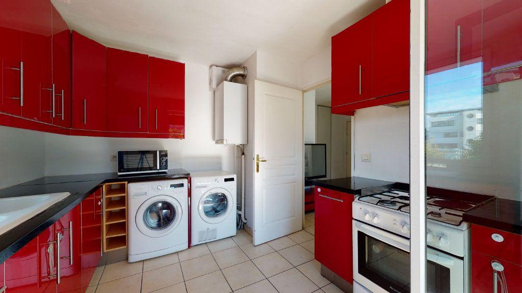 Appartement à louer 3 66.07m2 à Lyon 9 vignette-2