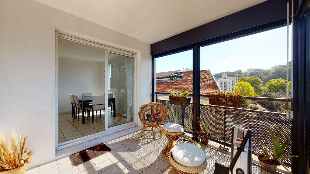 Appartement à louer 3 66.07m2 à Lyon 9 vignette-4