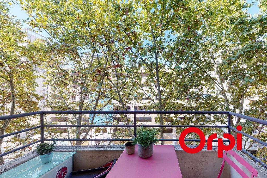 Appartement à vendre 2 54.05m2 à Lyon 6 vignette-2