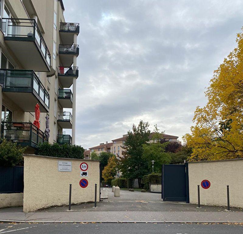Stationnement à louer 0 0m2 à Lyon 9 vignette-1