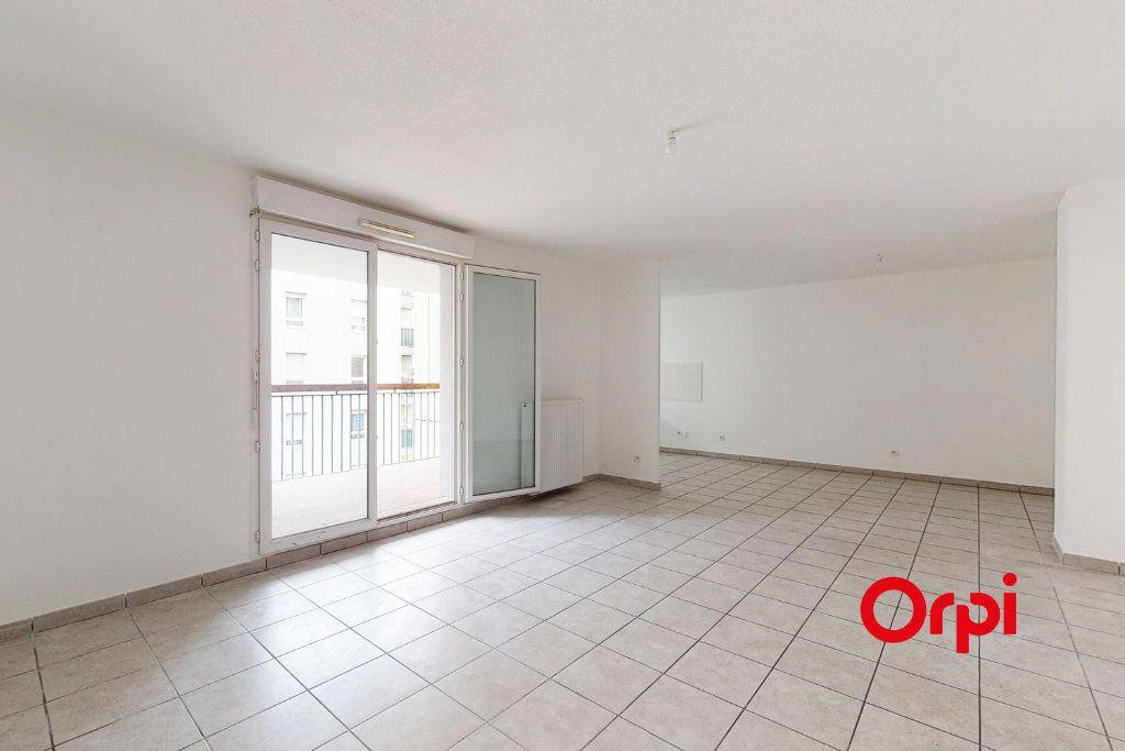 Appartement à louer 3 78m2 à Vaulx-en-Velin vignette-1