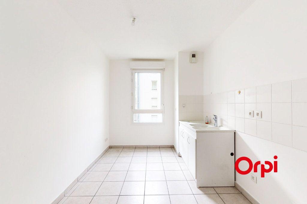 Appartement à louer 3 78m2 à Vaulx-en-Velin vignette-2