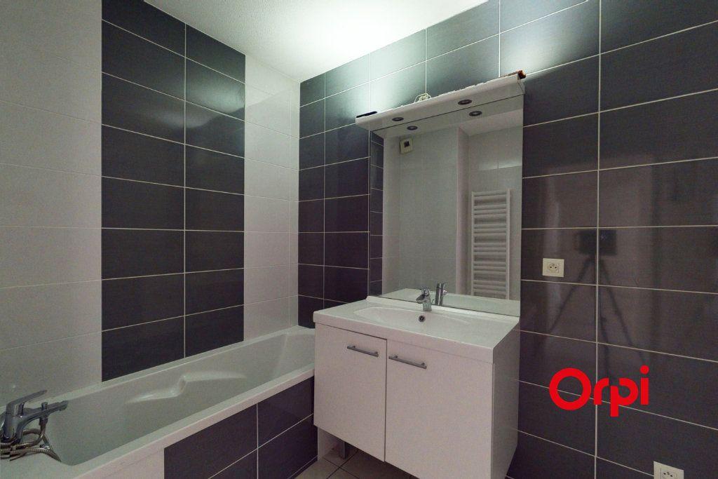Appartement à louer 3 78m2 à Vaulx-en-Velin vignette-5