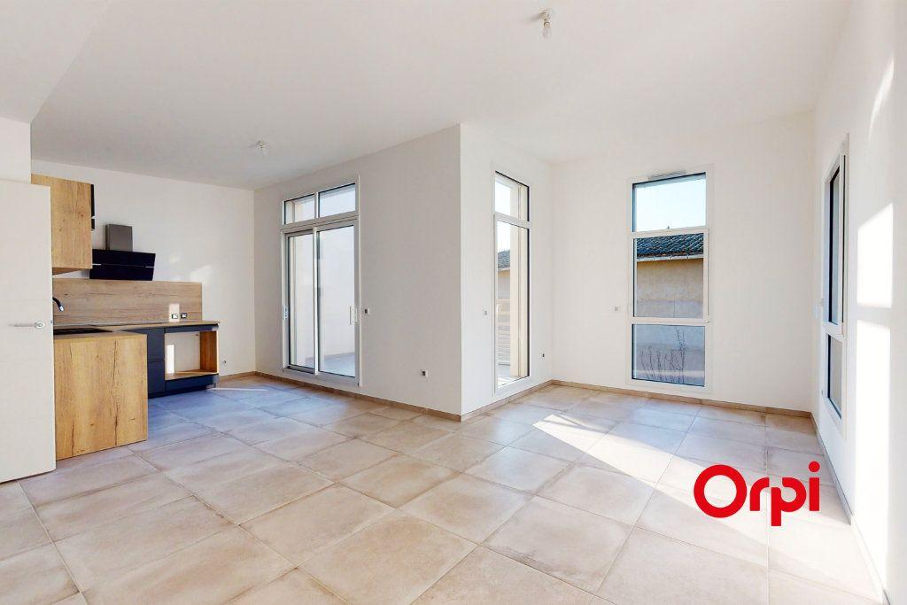 Appartement à louer 4 76.21m2 à Lyon 5 vignette-1