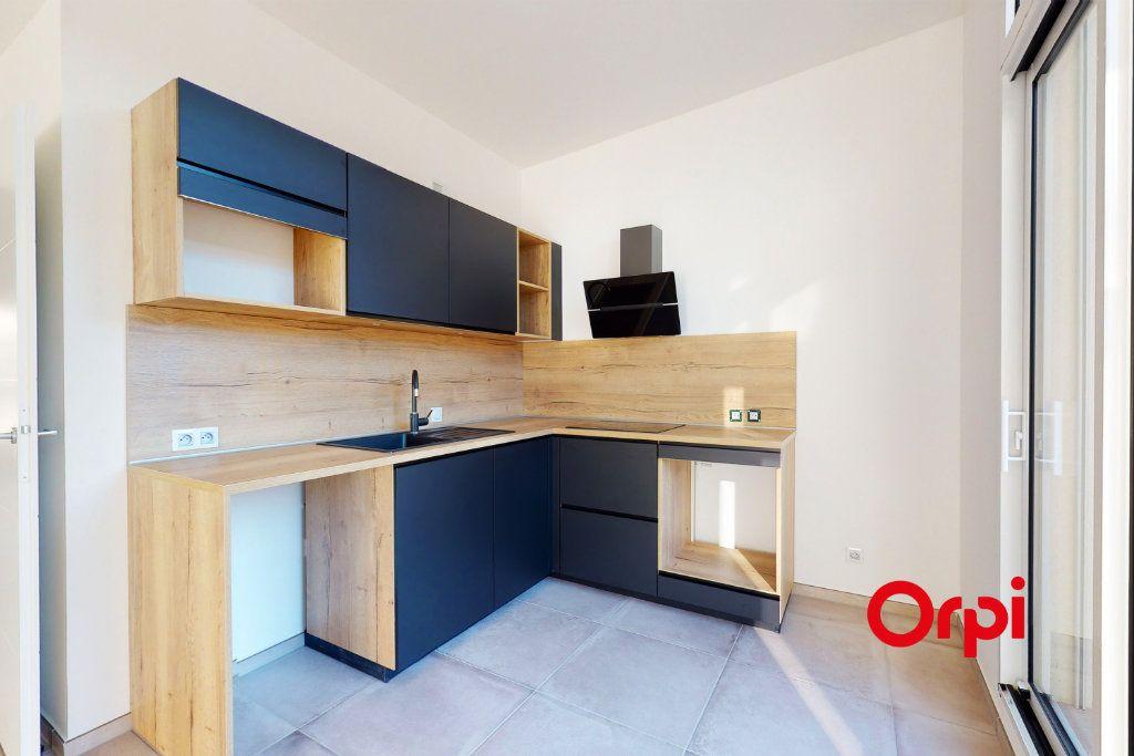 Appartement à louer 4 76.21m2 à Lyon 5 vignette-3