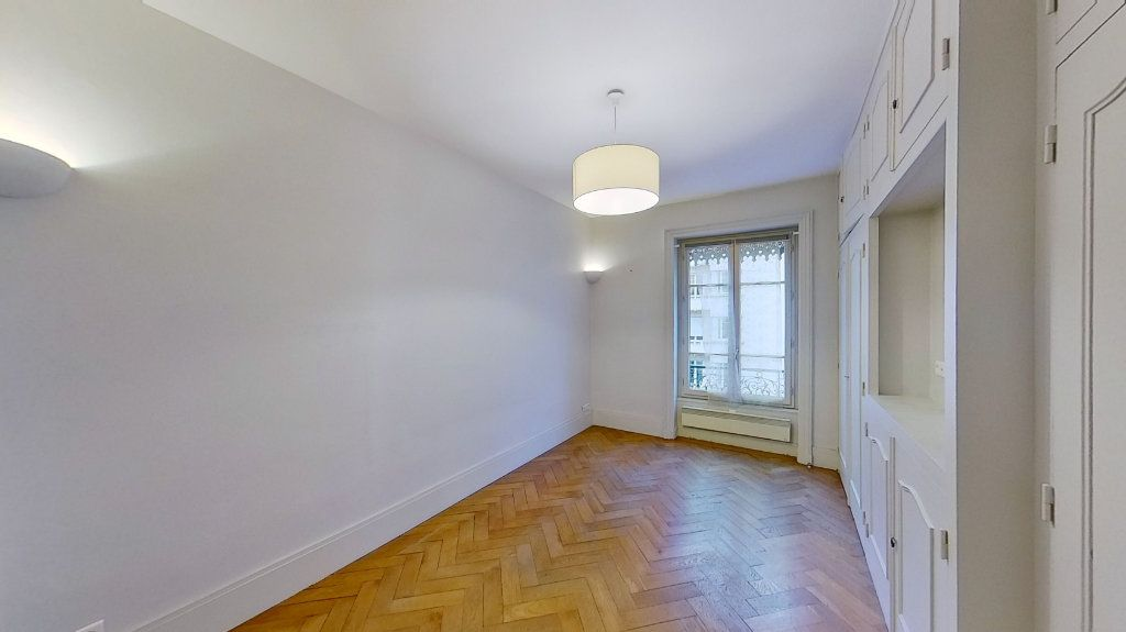 Appartement à louer 2 46.88m2 à Lyon 6 vignette-1