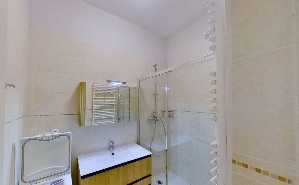 Appartement à louer 2 46.88m2 à Lyon 6 vignette-5