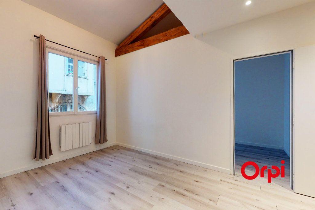 Appartement à louer 4 70.24m2 à Lyon 4 vignette-1