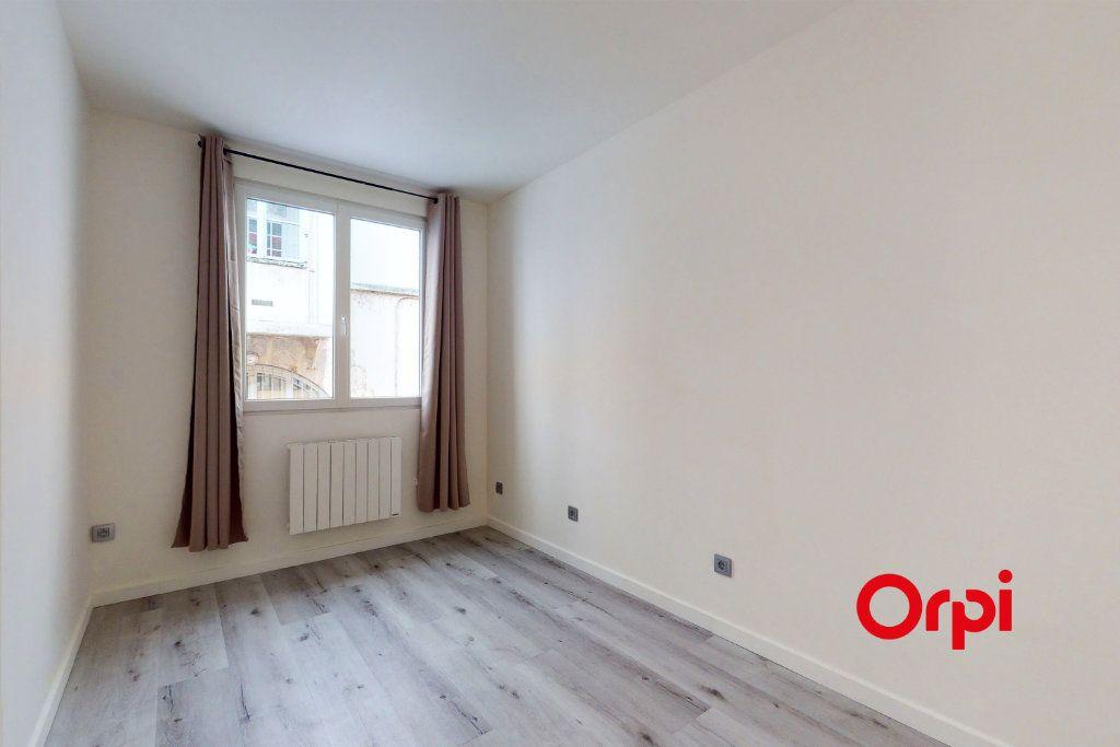 Appartement à louer 4 70.24m2 à Lyon 4 vignette-4