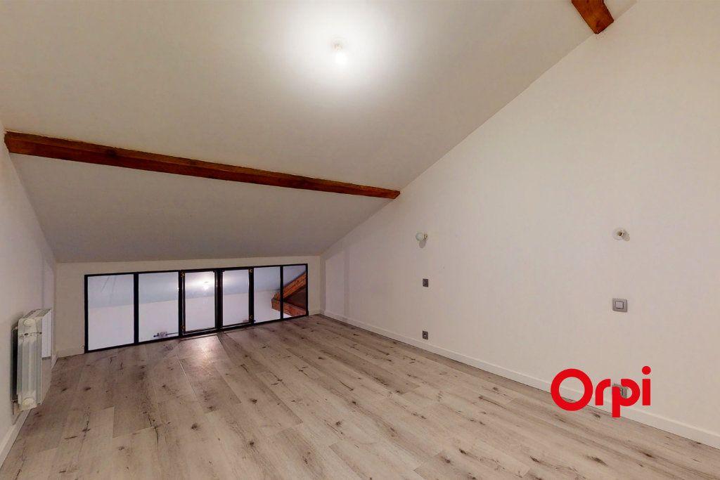 Appartement à louer 4 70.24m2 à Lyon 4 vignette-6