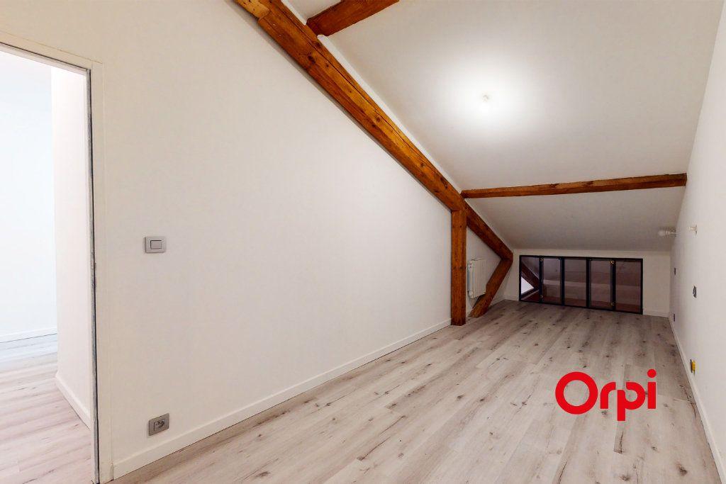 Appartement à louer 4 70.24m2 à Lyon 4 vignette-7