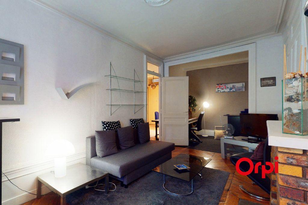 Appartement à louer 2 65.53m2 à Lyon 2 vignette-2