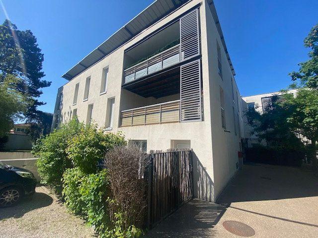 Appartement à vendre 3 70m2 à Champagne-au-Mont-d'Or vignette-1
