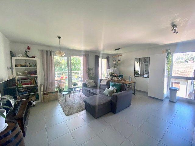 Appartement à vendre 3 70m2 à Champagne-au-Mont-d'Or vignette-3