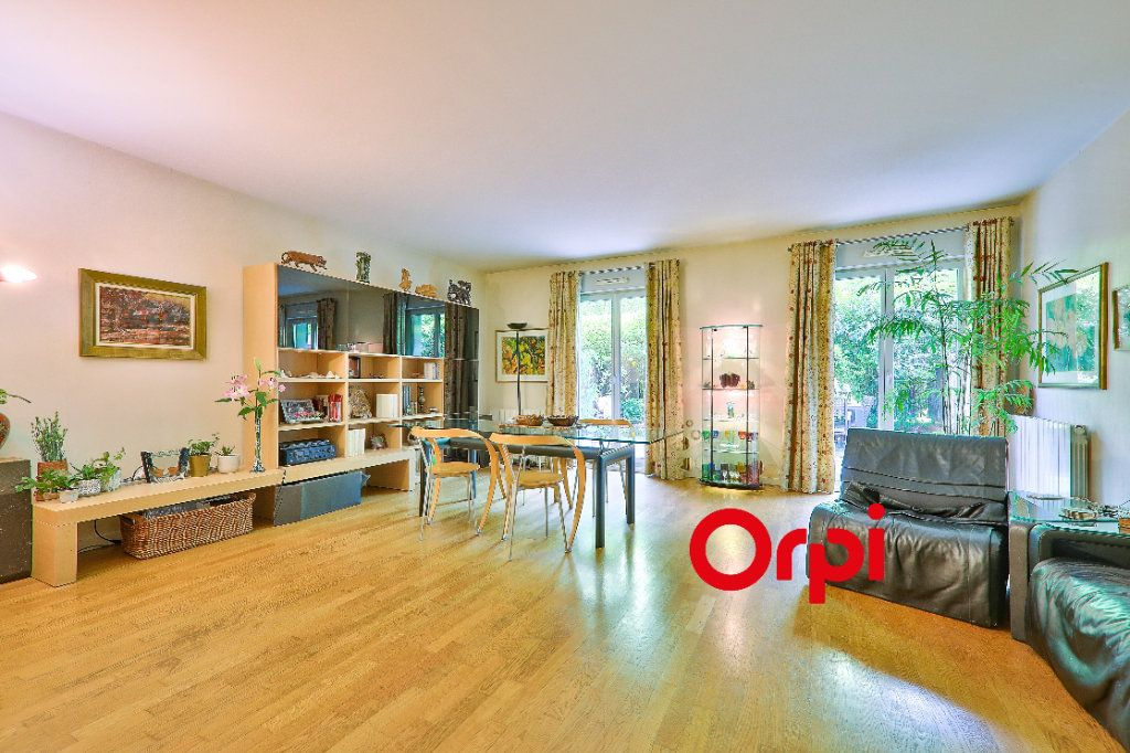 Appartement à vendre 5 127.83m2 à Lyon 6 vignette-1