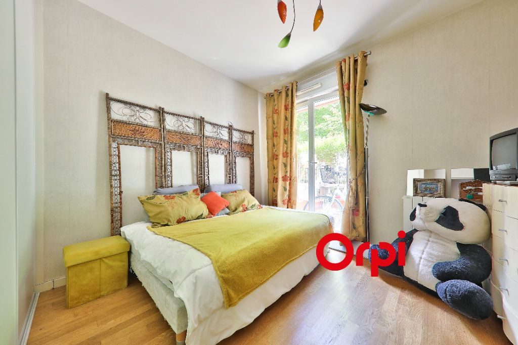 Appartement à vendre 5 127.83m2 à Lyon 6 vignette-6