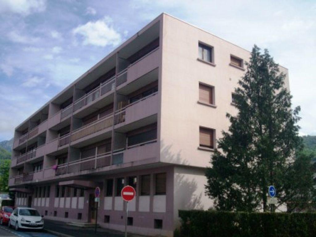 Appartement à louer 1 33m2 à Cluses vignette-1
