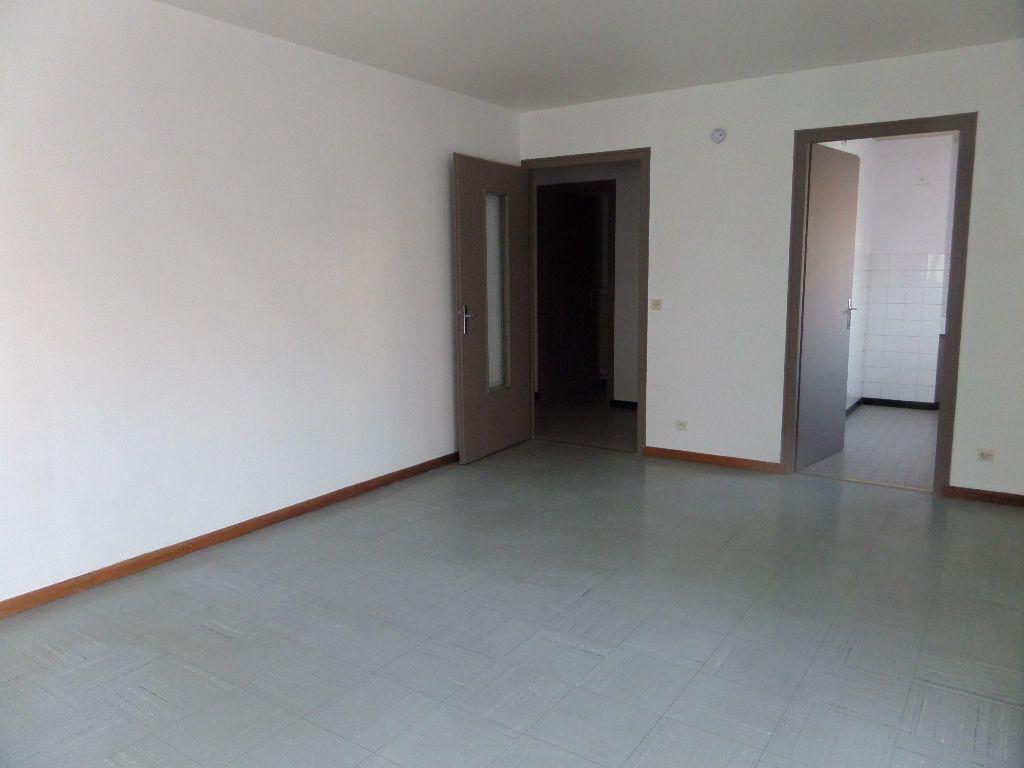 Appartement à louer 1 33m2 à Cluses vignette-5
