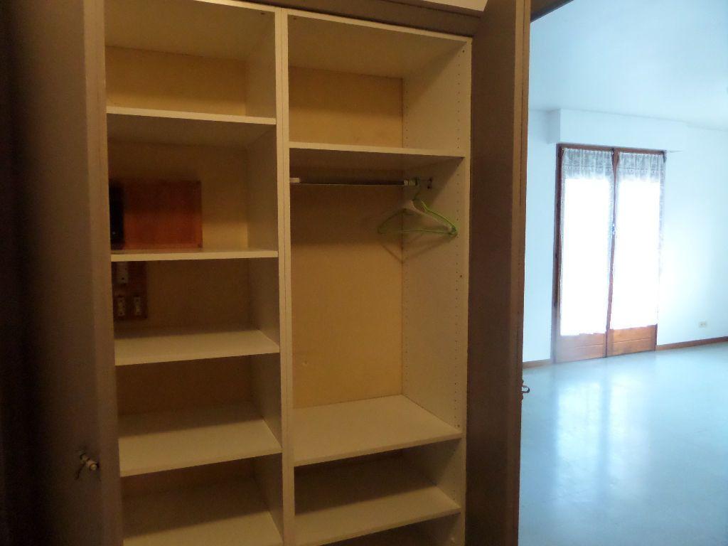 Appartement à louer 1 33m2 à Cluses vignette-7