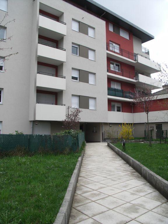 Appartement à louer 1 26m2 à Cluses vignette-1