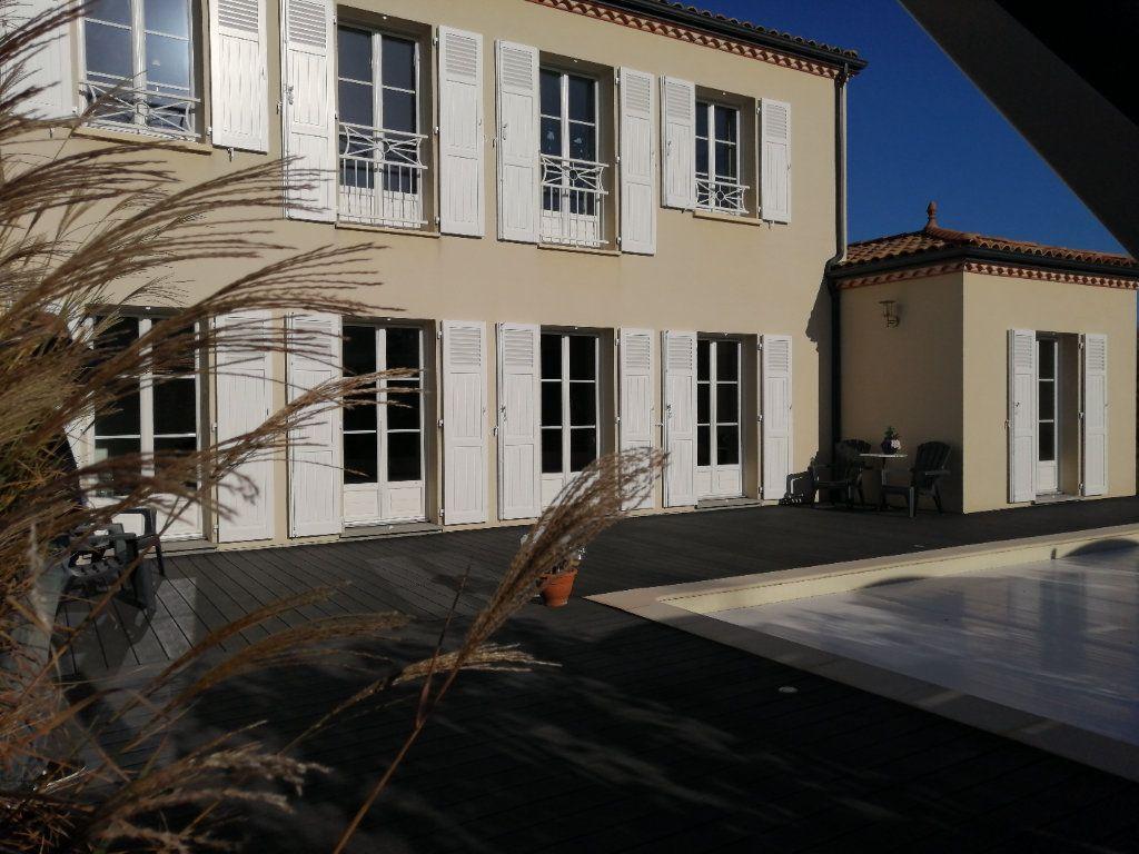 Maison à vendre 8 183.65m2 à Saint-André-de-Cubzac vignette-1