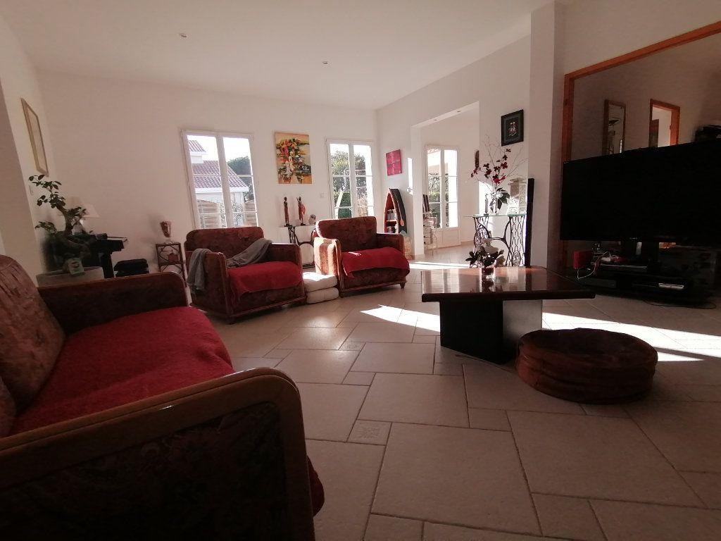 Maison à vendre 8 183.65m2 à Saint-André-de-Cubzac vignette-3