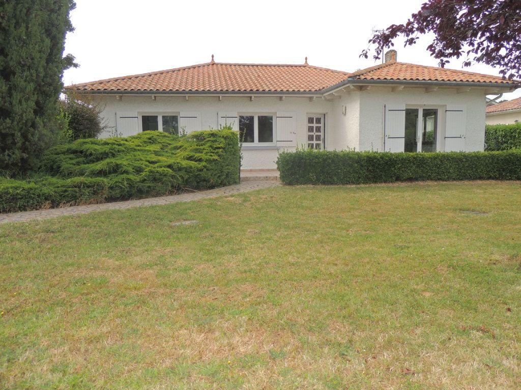 Maison à vendre 4 105.76m2 à Mérignac vignette-1