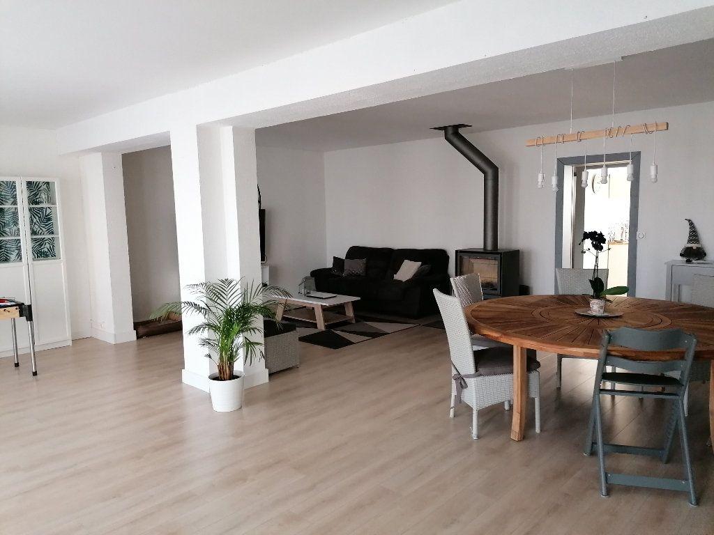 Maison à vendre 8 170m2 à Saint-Yzan-de-Soudiac vignette-1