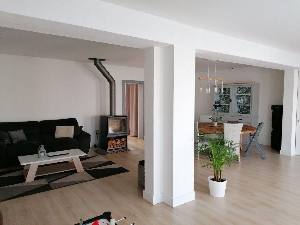 Maison à vendre 8 170m2 à Saint-Yzan-de-Soudiac vignette-2
