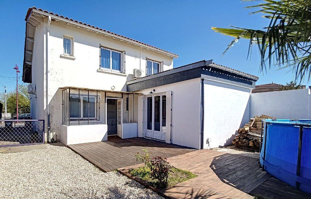 Maison à vendre 8 170m2 à Saint-Yzan-de-Soudiac vignette-7