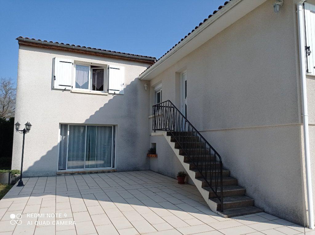 Maison à vendre 5 146m2 à Montendre vignette-1